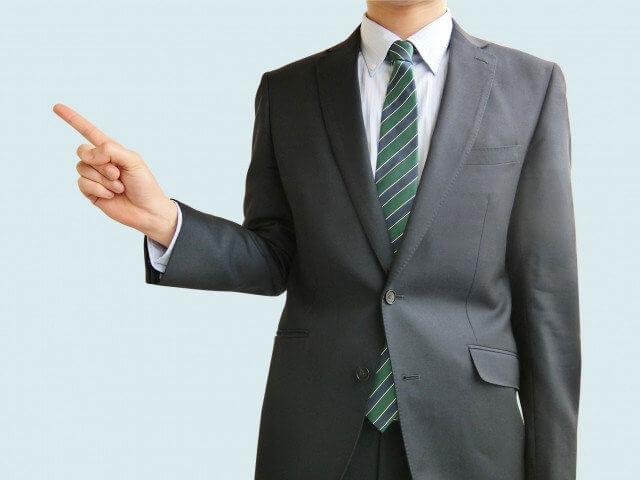 従業員満足度が企業におよぼす影響を解説する人物