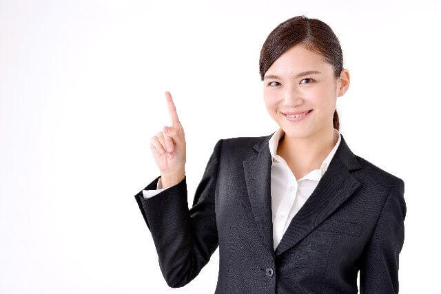 事業承継の近年の傾向を解説する女性